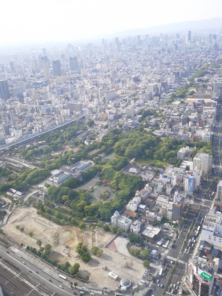 「あべのハルカス展望台」から街を望む(天王寺公園は開発中)