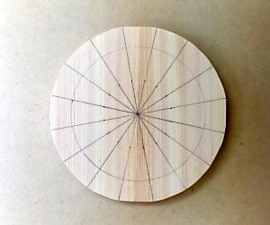 框の彫り方(16等分し、脚を描く)