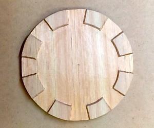 框の彫り方(脚以外の部分を彫り下げる)