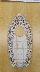 透かし部分を削り取る(舟形光背の彫り方)