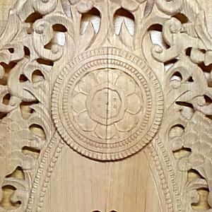 中央部に蓮弁を彫る(舟形光背の彫り方)