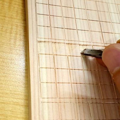 鱗文様(平刀で三角の斜面を彫る)