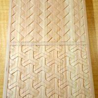 檜垣と組亀甲の木彫り