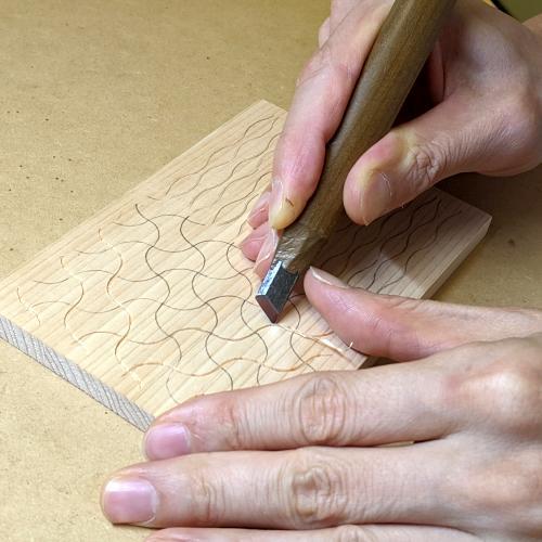 分銅繋ぎ_キワの表刃で彫る