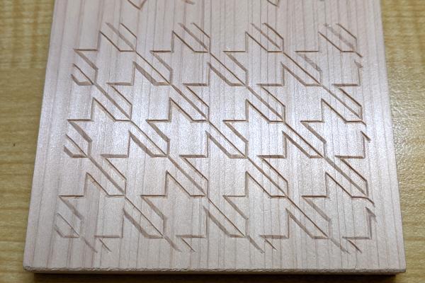 千鳥格子の木彫り完成